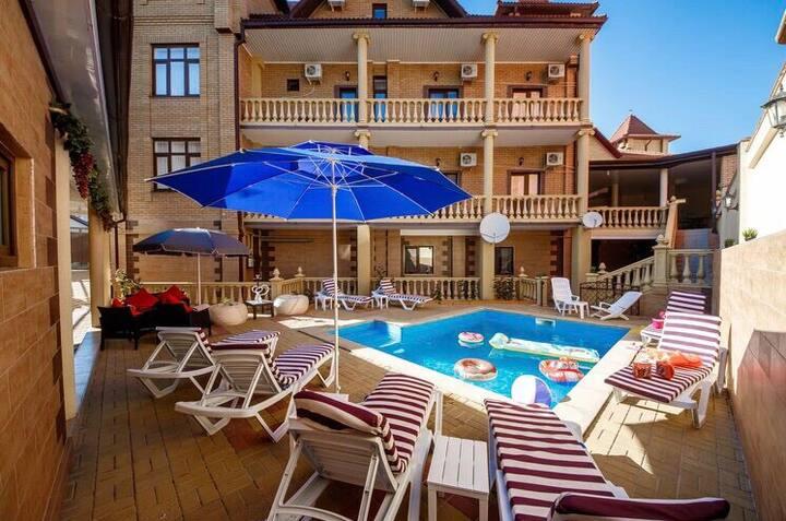 Приятный и радушный гостевой дом с бассейном