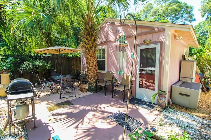 Cozy Garden Cottage