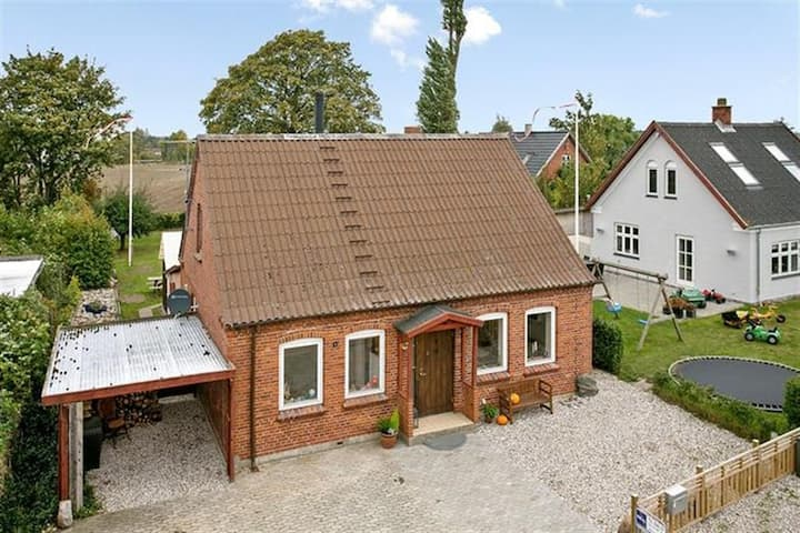 Charming house close to Stege
