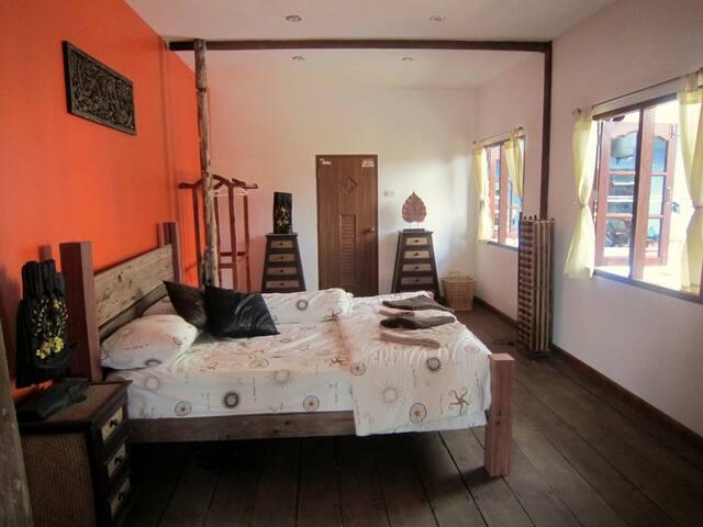 Moley's Resort Riverside Room 3