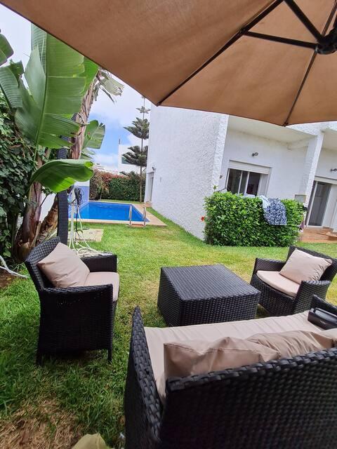 Bellissima villa su due livelli con piscina privata e accesso diretto alla spiaggia.
