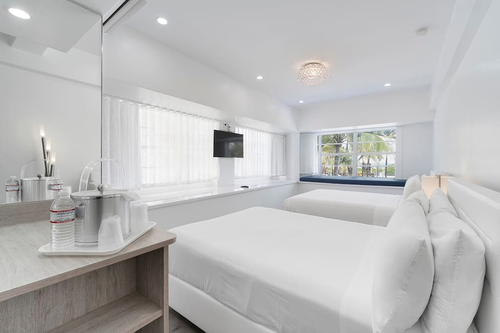 Remodeled Ocean Corner Room with 2 Queen Beds