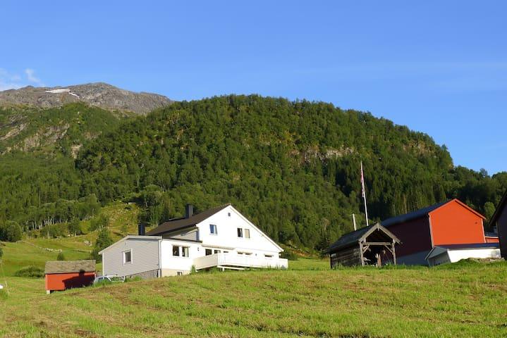 Flatabø, Haugane 3 i Jondal, Hardanger