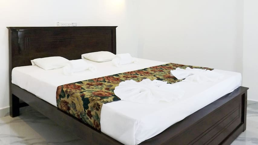 Air-conditioned room in the new hotel by the ocean - Hikkaduwa - Konukevi