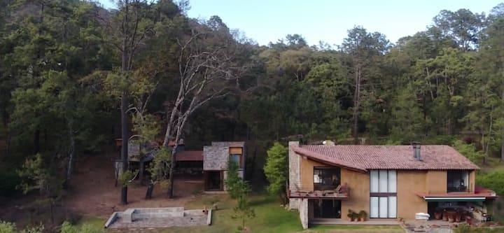 Casa del Encuentro en un Bosque de Tapalpa