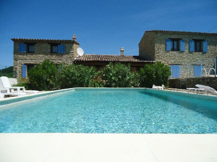 maison entre vignes et oliviers