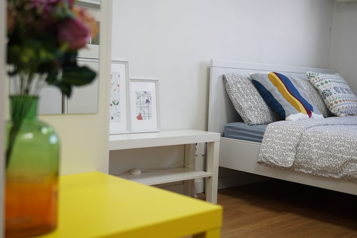 Hongdae 3min *Bright Private Room*
