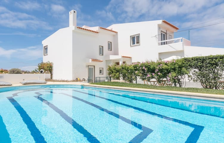 Free Spirit House Cascais- SWIMMING POOL-ROOM 2pax