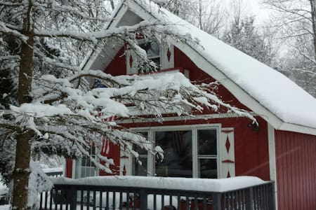 Groovy Getaway Chalet in Arrowhead Lakes 2br+loft - Coolbaugh Township