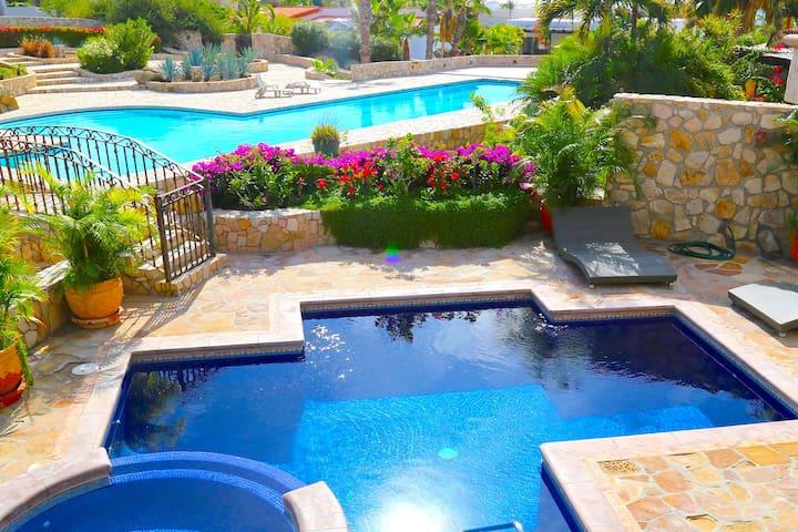 Staff Incl 2 Pools 5 b/5 bath Villa Cabo Pedregal