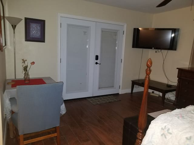 Private entry, rm, bath & kitchenette attached.