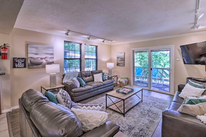 NEW! Home w/ Outdoor Oasis 12 ½ Mi to Hot Springs!