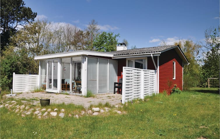 Holiday cottage with 2 bedrooms on 72 m² in Millinge