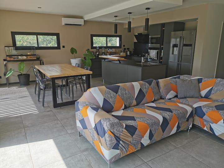 Villa moderne piscine jacuzzi