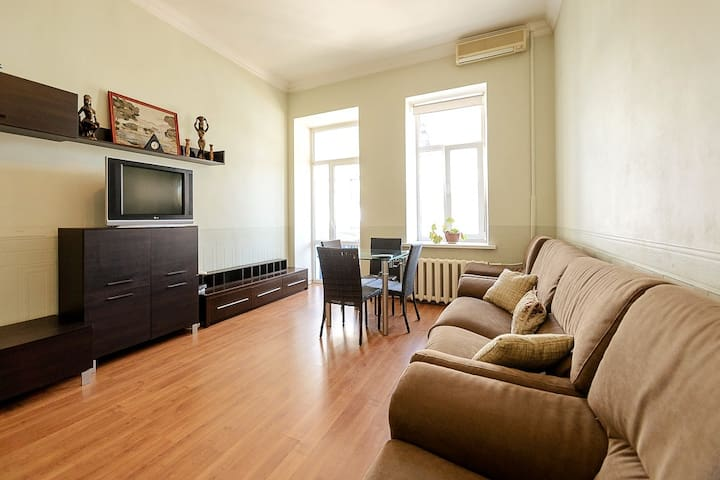 3-room apartment on 5 M. Zhytomirskaya st.