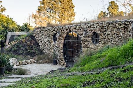 Hobbit House LA- Charming tiny home 7 min to beach
