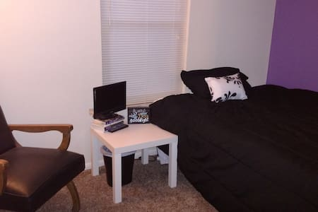 Private Bedroom, Clean, Very close to Dayton, OH - Dayton