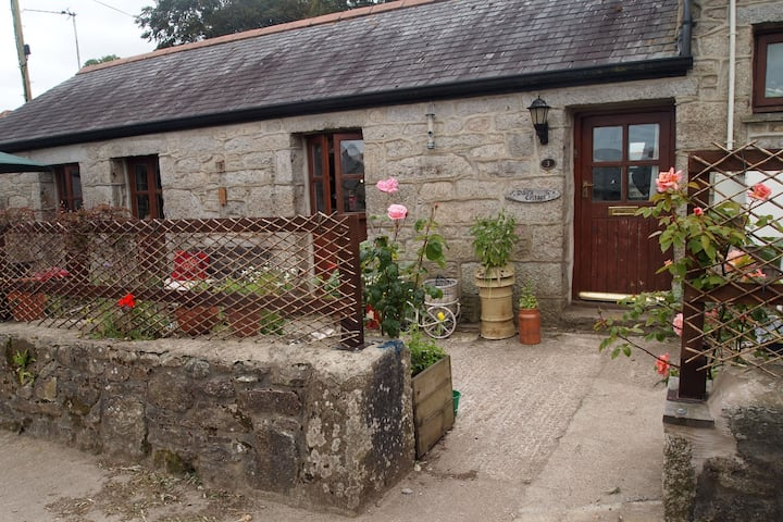 Countryside cottage near to Falmouth & beaches