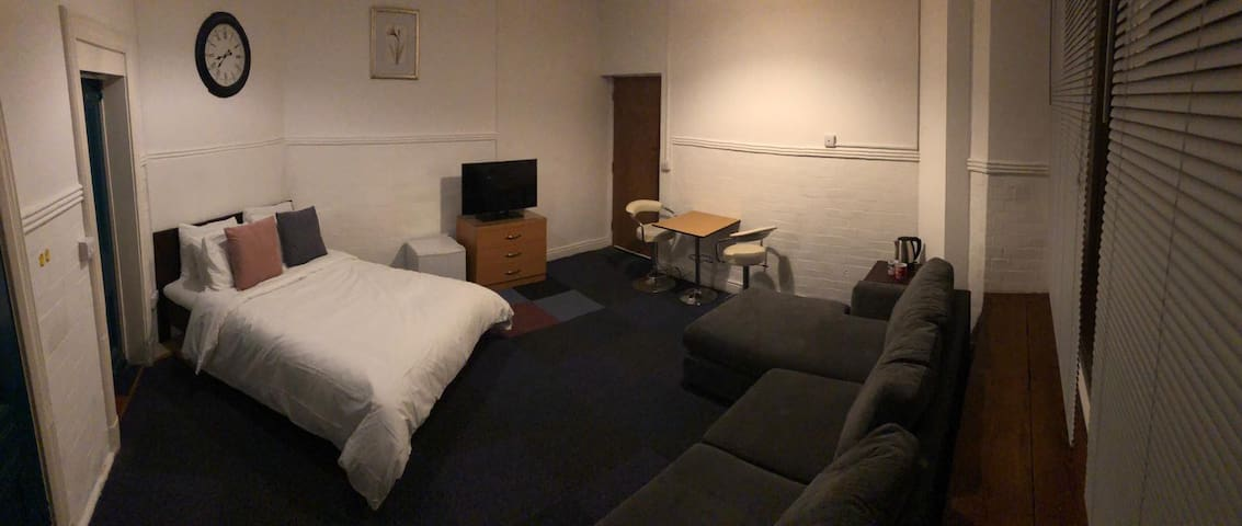 Dbl Room with own bathroom next to Anfield Stadium