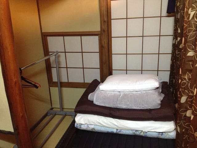 Men only single private space in living room Osaka - Osaka - Bed & Breakfast