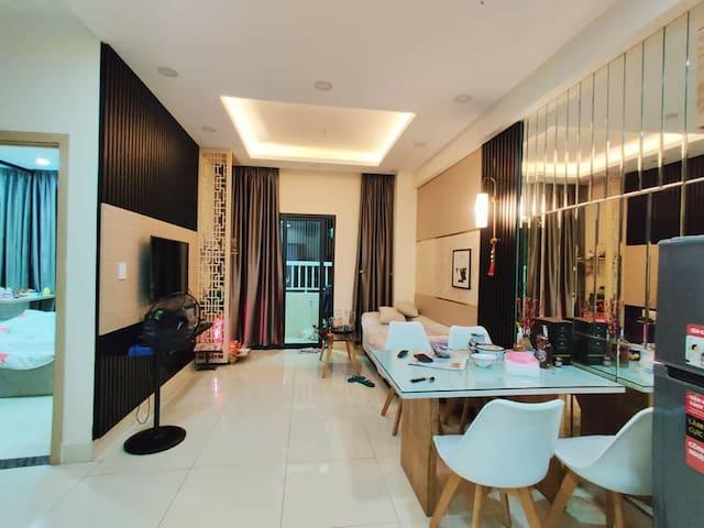 Zen's Home: Cozy Apartment - City Oasis