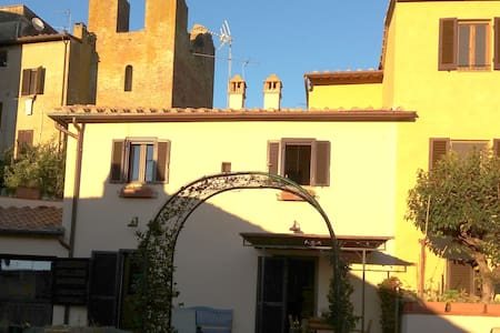 Wunderbares Haus im mittelalterlisch Burg Certaldo - Certaldo - 独立屋