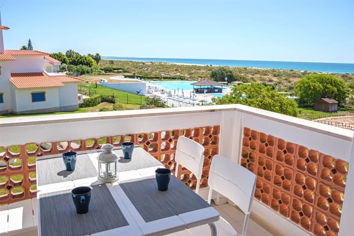 First line ocean view T1 apartment in  Algarve