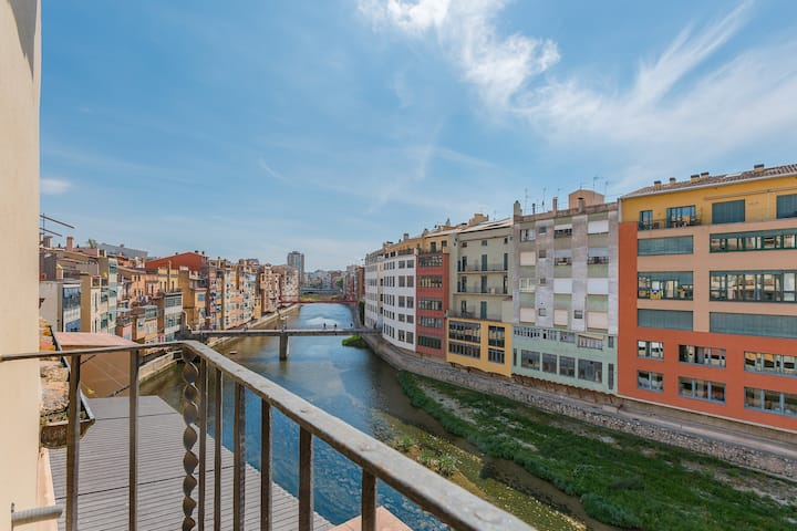 Espectacular terraza encima del río*G*
