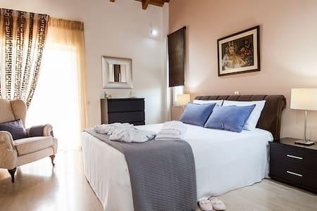 La Maison du Maire - 5 Bedroom Luxury Villa - Sarakinado
