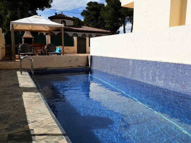 CASA POL,Ideal house for your holidays near the sea, free wifi, air conditioning, private pool, pets allowed, dog's beach.