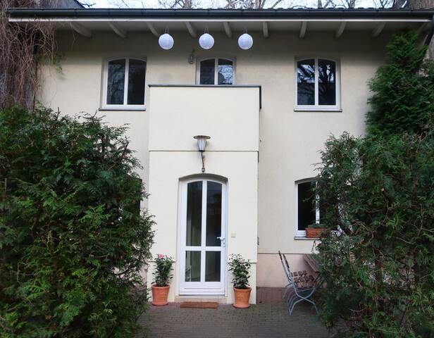 Whole House in Friedrichshain/Central/Quiet/120QM