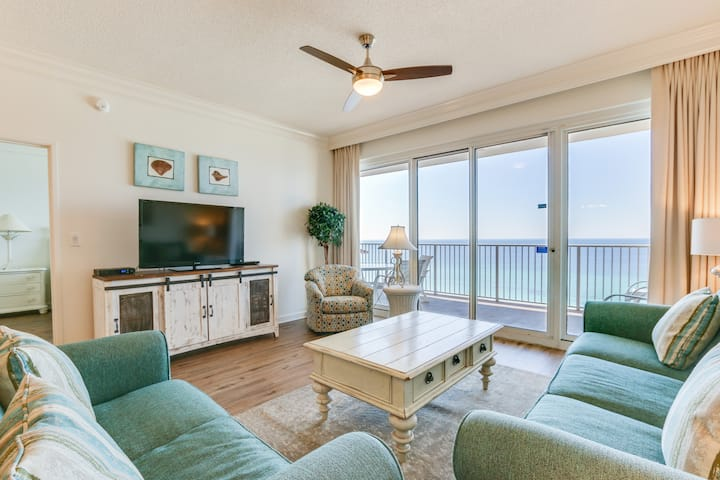Perfectly located waterfront condo w/direct beach access + FREE WIFI