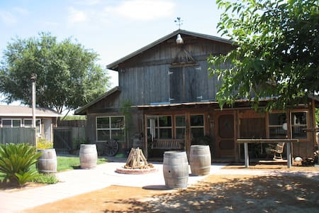 Big Brown Barn - Kingsburg