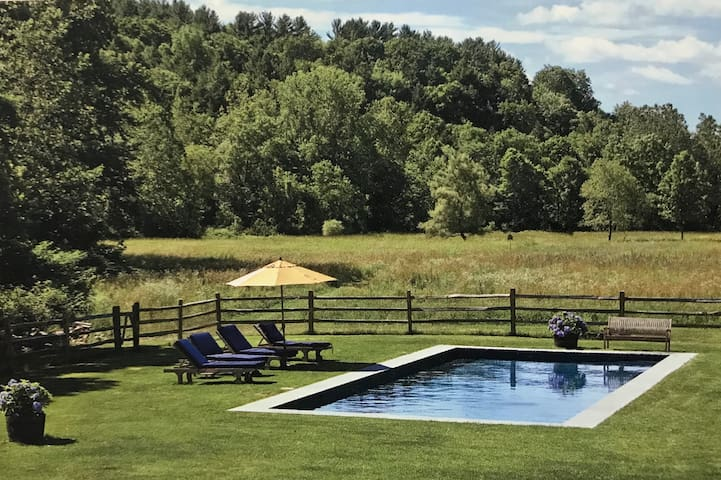 Country Living at its best on 100 Acres!