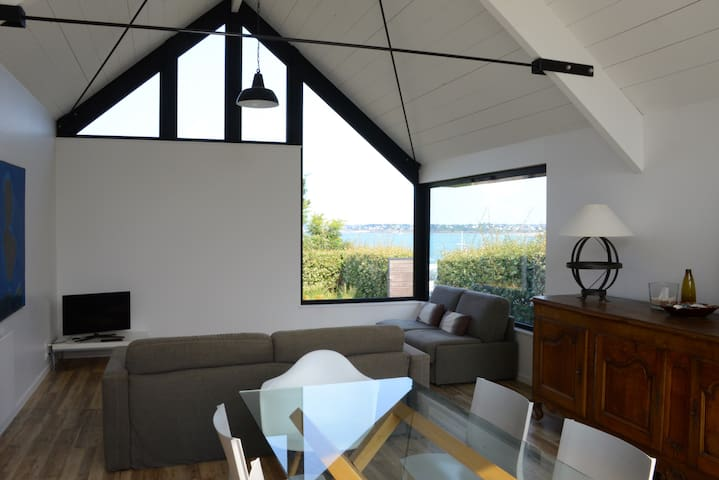 Maison d'architecte vue pleine mer