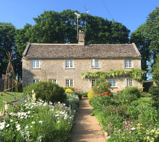Ablington House Cottage B&B