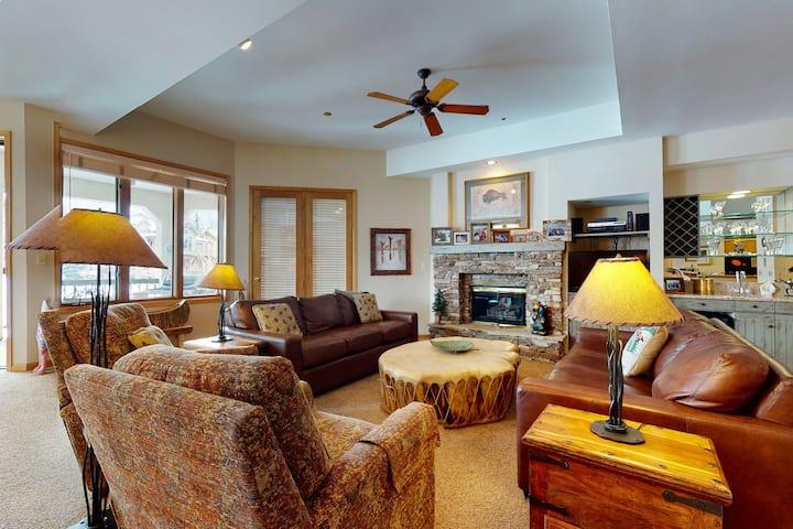Popular penthouse w/shared pool, hot tub, fitness center, & ski shuttle!
