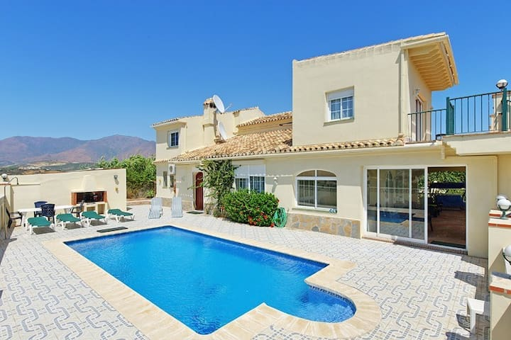 Villa a tan sólo 500m de la playa en Estepona