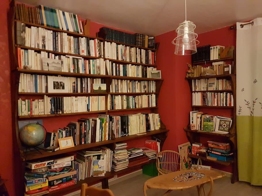 Bibliothèque, ludothèque commune