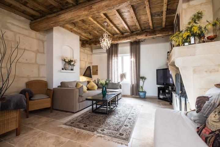 Charmante maison de caractère au coeur de Provence - Fontvieille - Rumah
