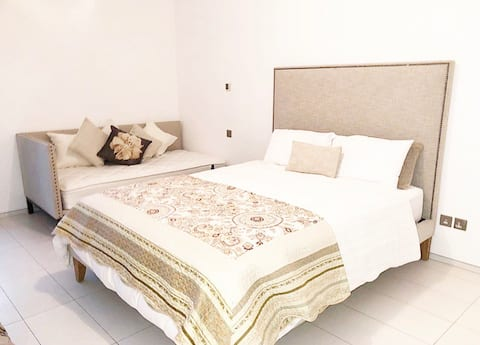 Modern & Stylish apartment near Dubai Mall & DIFC.