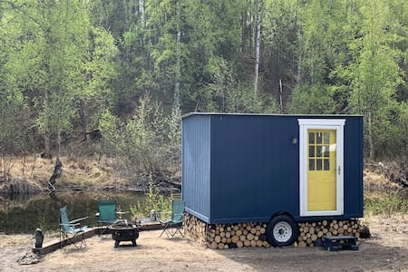 The Tiniest Home @ Sled Dog News Kennel's B&B