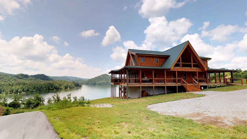 Elk Lodge - Norris Lake Vacation Cabin Rental Overlooking Norris Landing Marina -4 King Suites, Hot Tub