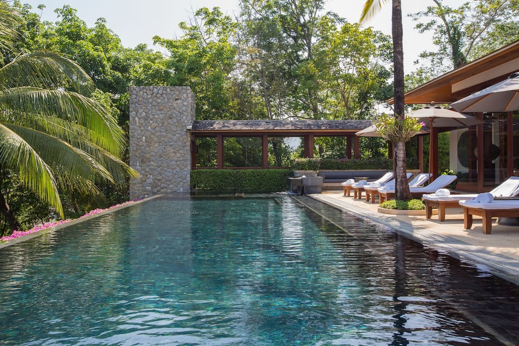 Private 18 Meter Infinity Pool