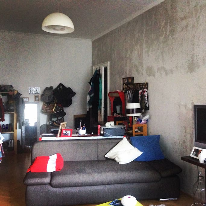 we rearranged the living room, but the furnitures and the mood is the same