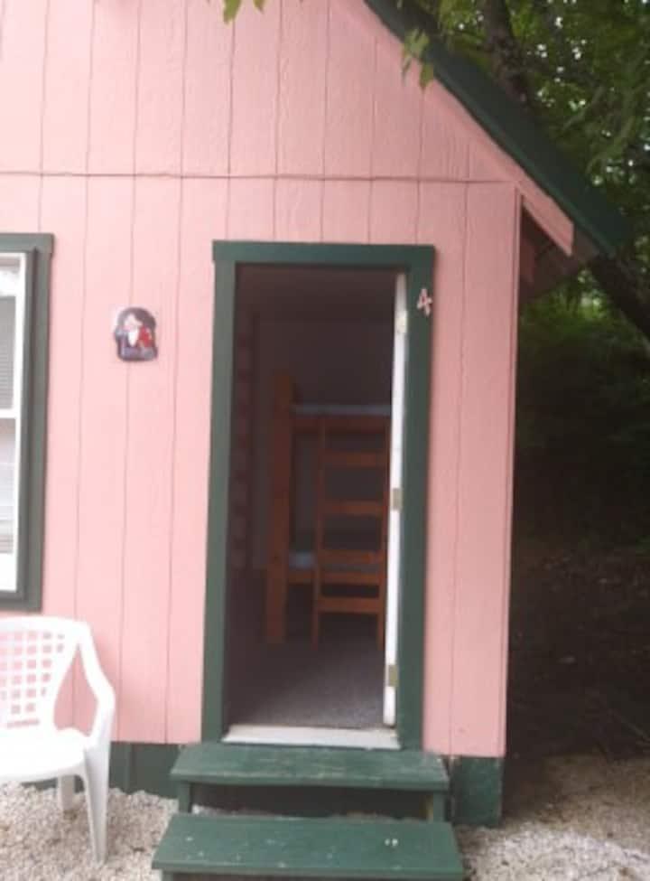Cumberland Mountain Cabin #3 Bashful.