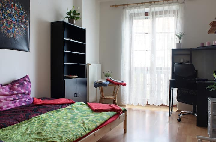Fully equipped sunny room near Prague city centre