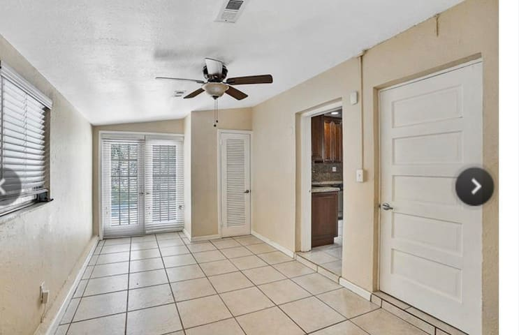 Studio in the heart of Ft Lauderdale.