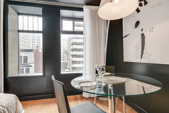 Studio stays luxe downtown Montreal furnished YUL