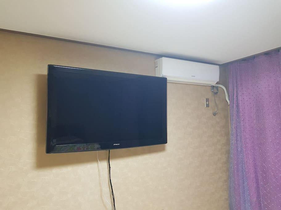 안방 52인치 티비 에어콘 겸용 히터 티비는 모니터로 사용가능.